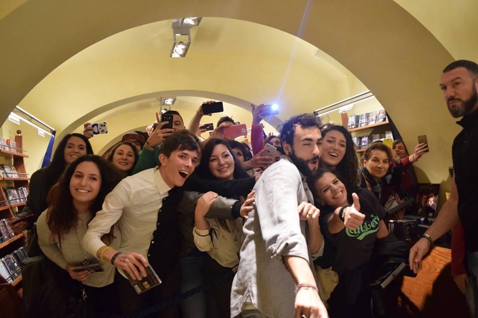 Marco Mengoni: Firmacopie a Roma, l'ennesimo successo