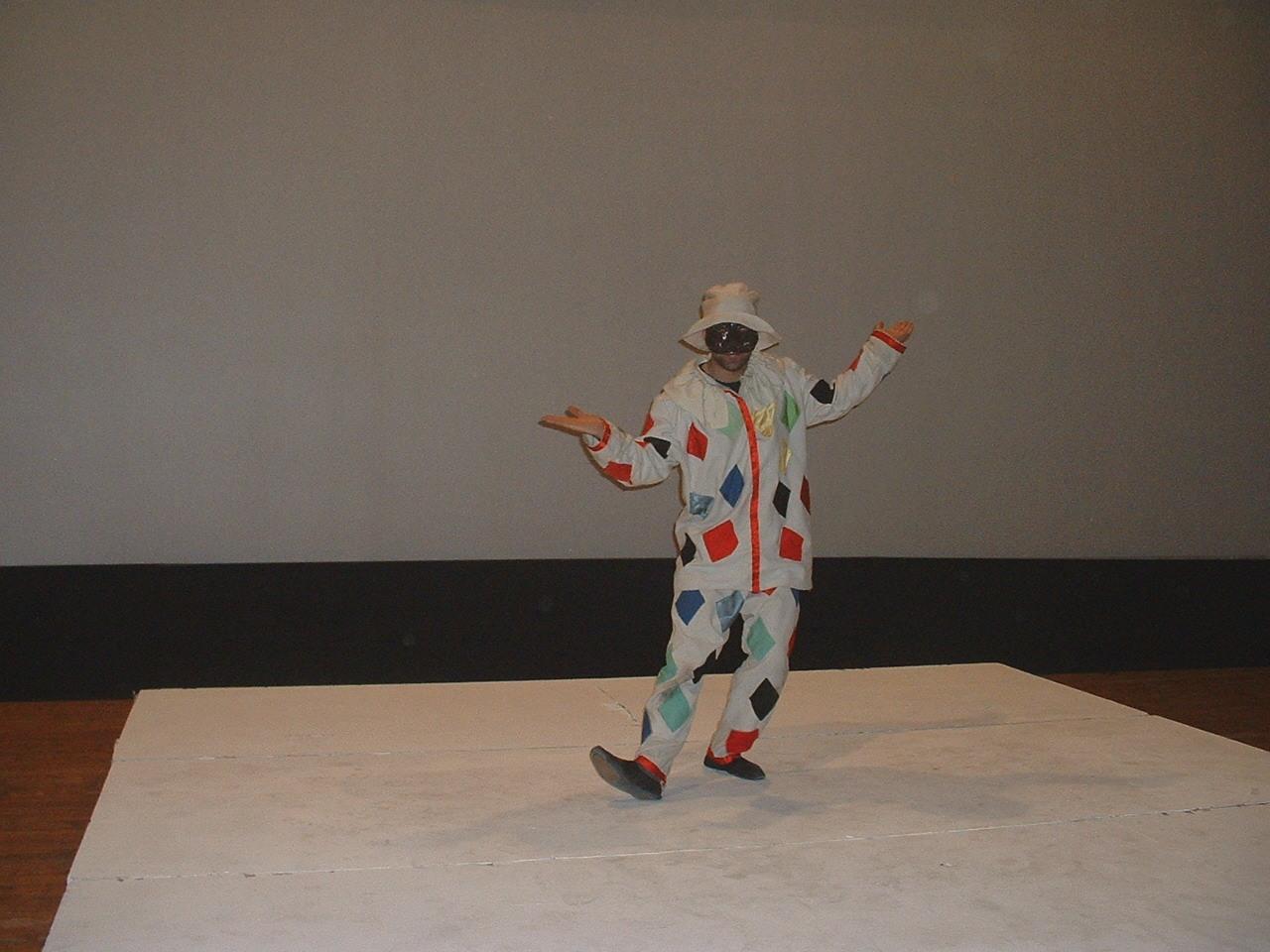 Busto Arsizio, acrobazie e lazzi sul palco del teatro Sociale
