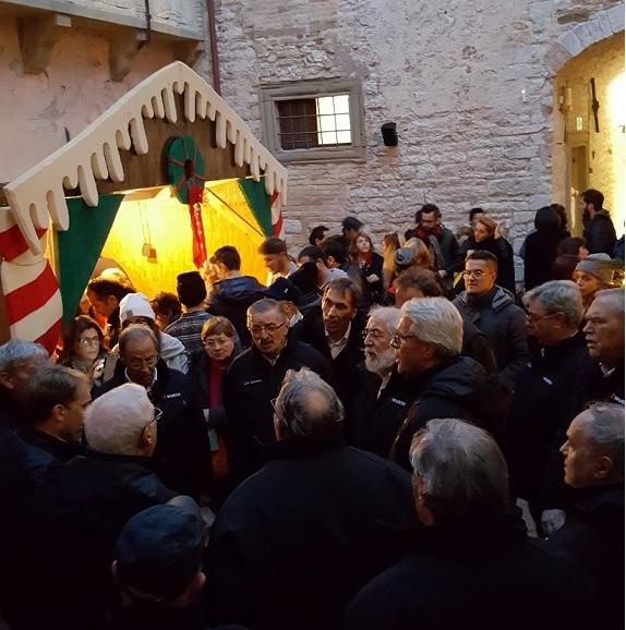 Ponte dell'Immacolata al Castello di Frontone, tra Fiaccolata, mercatino di Natale e laboratori