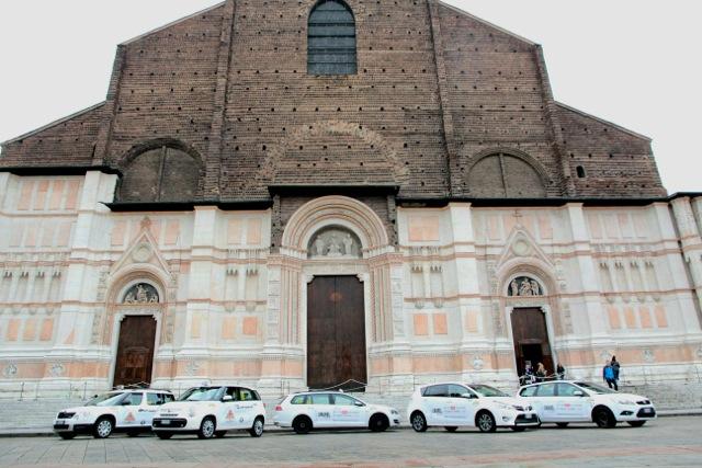 I tassisti di COTABO per #iosostengoSanPetronio In Piazza Maggiore la donazione di 10mila euro