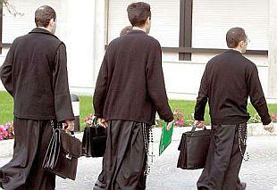 Lefebvriani tradizionalisti riaccolti in Vaticano. Per i preti sposati si allontana la riforma: richiedono anche loro prelatura personale