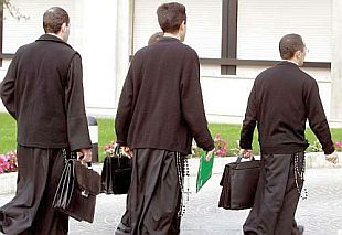 IRLANDA/ L'allarme dei vescovi: non ci sono più seminaristi e sacerdoti. Ora il Papa riaccolga i preti sposati