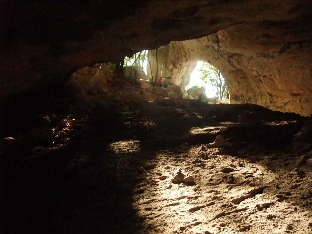 Escursione guidata in grotta all'Arma Pollera con il Gruppo speleologico Grotte CAI Savona