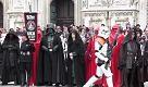 Star Wars Day: Dart Fener marcia su piazza Duomo a Milano - La Repubblica