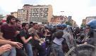 Renzi via da Bologna: tafferugli collettivi-polizia. Il videoracconto della giornata - La Repubblica