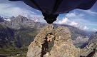 Sfreccia in una fessura tra le rocce: limpresa in tuta alare dellirrefrenabile Uli - La Repubblica