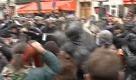 Parigi: scontri a Place de la Republique, la polizia usa spray urticante - La Repubblica