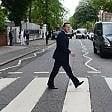 Cameron come i Beatles: ad Abbey Road per dire no a Brexit